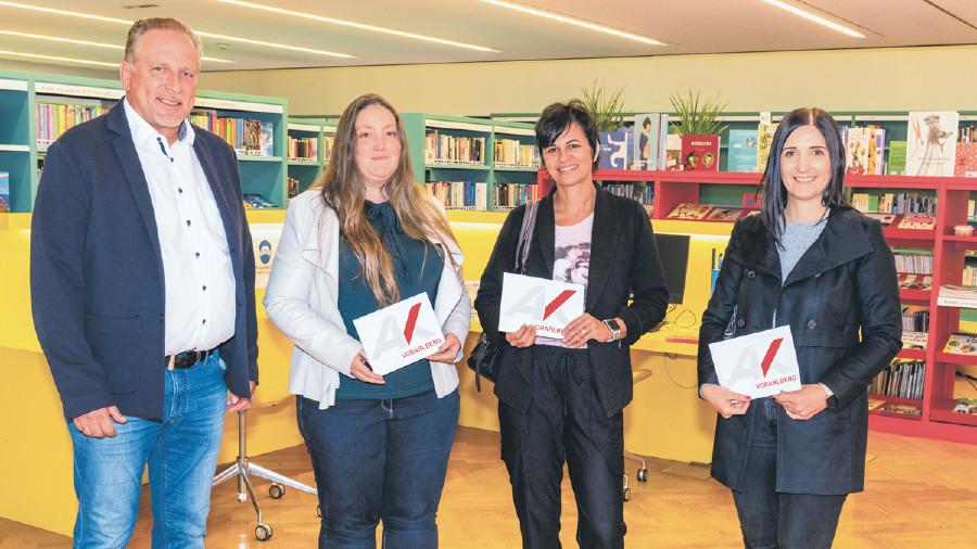 Schulkostenstudie: Übergabe der Gutscheine © AK Vorarlberg, Jürgen Gorbach