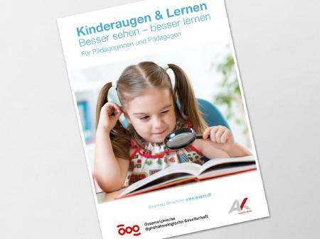 Kind lies mit Lupe in einem Buch © Oksana Kuzmina, stock.adobe.com
