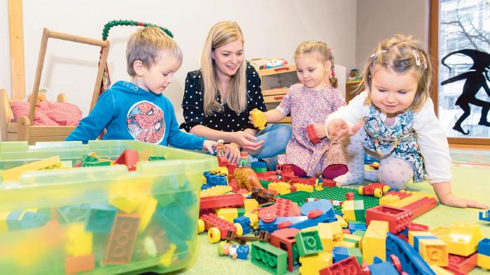 Betreuung von Kleinkindern in der Spielgruppe © Jürgen Gorbach, AK