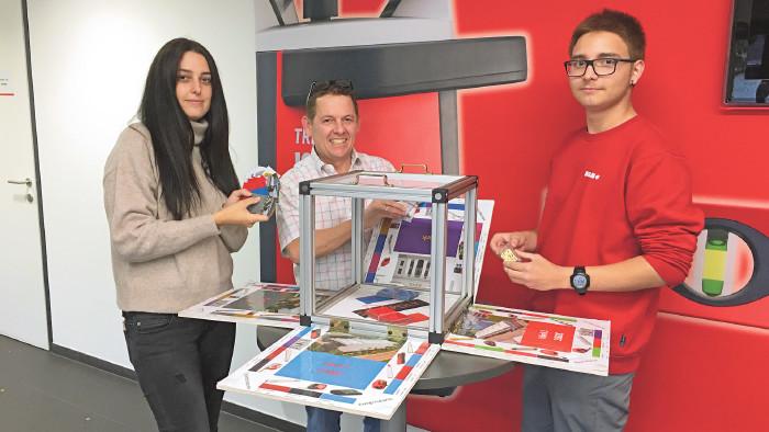 Mit einem Budget von 300 Euro erwecken die Lehrlinge von SOLA innerhalb ihrer ersten drei Monate einen TEC-Cube zum Leben.  © Thomas Matt/AK, SOLA