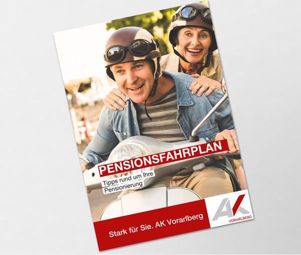 Pensionist mit Frau auf Moped © WavebreakmediaMicro, stock.adobe.com