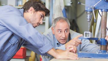 Lehrling und Ausbildner © auremar , stock.adobe.com