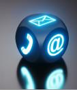 leuchtende Kontaktsymbole auf schwarzem Würfel © peterschreiber.media, stock.adobe.com