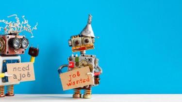Zwei Roboter mit Schildern: need a job & job wanted © besjunior, Adobe Stock