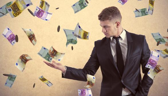 Es regnet Geld © Adobe Stock, alphaspirit