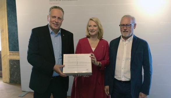AK Präsident Hämmerle, Direktor Keckeis und 2. NR Präsidentin Bures © AK Vbg.