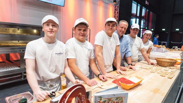 Bäcker-Lehrlinge sowie Schüler der GASCHT, HTL Bludenz und Bezau  © Jürgen Gorbach