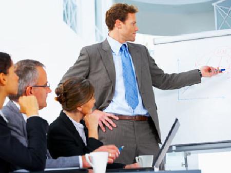 Manager hält eine Präsentation © Yuri Arcurs, Fotolia