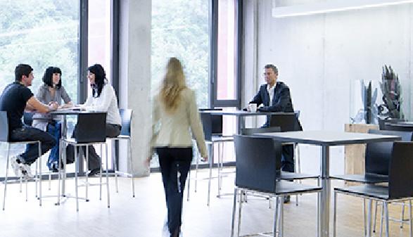 Pausenzone im Bildungscenter © Dietmar Walser, Fotograf