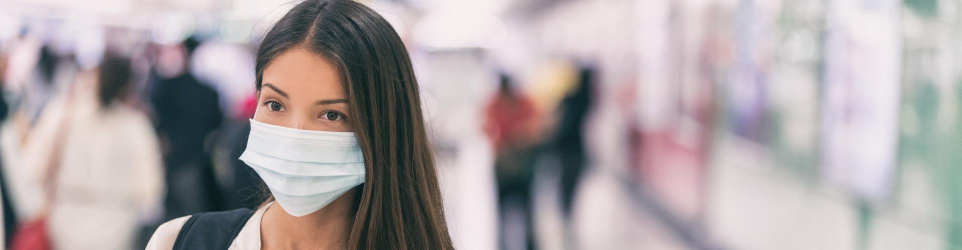 Frau mit Maske © Adobe Stock, Maridav
