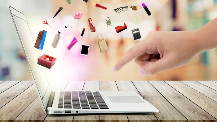Laptop mit Hand für Bestellung im Internet ©  nnudoo, stock.adobe.com