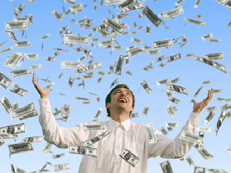 Mann steht im Geldregen © Mike Kiev, Fotolia