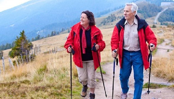 Pensionisten beim Wandern © Patrizia Tilly, Fotolia