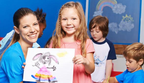 Kinderbetreuung bleibt in Corona-Zeiten eine Herausforderung für alle Beteiligten. © Robert Kneschke, stock.adobe.com
