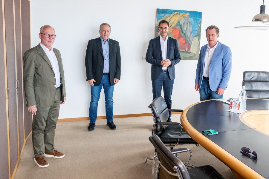 AK-Präsident Hubert Hämmerle, Vizepräsident Bernhard Heinzle und Direktor Rainer Keckeis verhandelten das Anliegen mit LH Markus Wallner.  © Foto: Jürgen Gorbach/AK