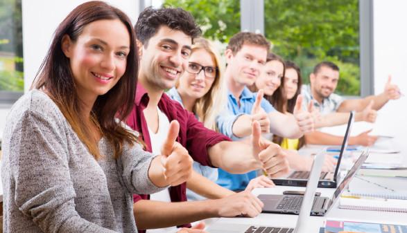 Menschen mit Laptop © drubig-photo, stock.adobe.com