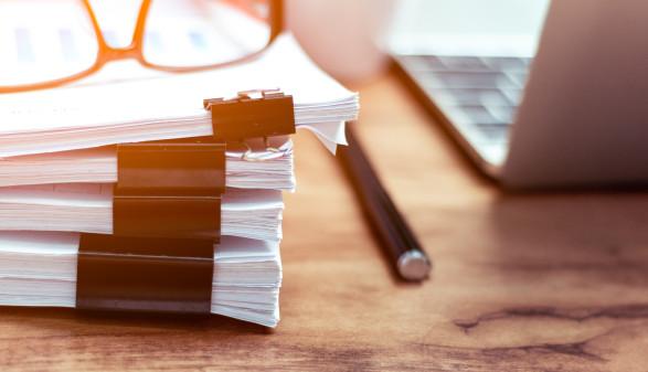 Papierstapel, Dokumentation, Stift © jariyawat, Adobe Stock