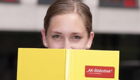 Druckfrisch in ihrer Bibliothek © AK Vbg.