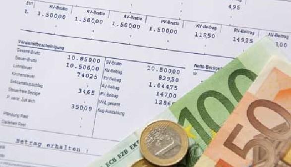 Gehaltszettel und Geld © PhotographyByMK, Fotolia.com