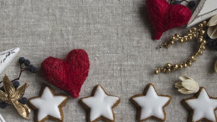 Kekse und Weihnachtsdekoration © dawnwind, stock.adobe.com